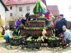Jedes Jahr gestalten die Kleingeseer Osterbrunnenfreunde den Osterbrunnen nach einem anderen Motto.