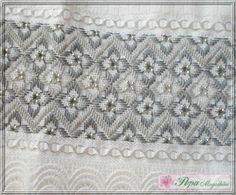 Marca: Karsten, 99% algodão e 1% viscose Medida: 50 x 80cm Cor: branca (canelada) Trabalho: Bordado linha dois tons de cinza, detalhes em linha prata, pérolas prata e renda guipir
