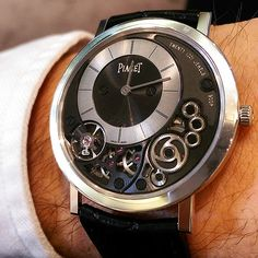 Piaget Altiplano watch. The thinnest hand-wound mechanical watch in the world: 3.65mm. 18K white gold case. Manufacture Piaget 900P ultra-thin, hand-wound mechanical movement.