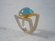 Aquamarine ring. Silver and gold ring with aquamarine cabochon. Round cabochon aquamarine. Blue stone. Unique piece. Handmade. de RosaTejadaJoies en Etsy