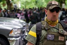Right wing militant shows off his bubble pack radio outside Oregon statehouse in June 2019 with Midland GXT Camo FRS GMRS UHF radio on Channel 7 Portable Ham Radio, Survival Skills, Homestead Survival, Bubble Pack, Survival Shelter, Radio Frequency, Energy Technology, Electrical Engineering, Emergency Preparedness