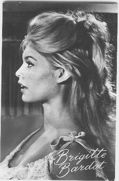 Vintage Hairstyles, Pretty Hairstyles, Wedding Hairstyles, Bridget Bardot Hair, Bardot Brigitte, Brigitte Bardot Hairstyle, Jacques Charrier, Romain Gary, Blonde Actresses