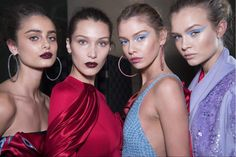 Models Bella Hadid and Stella Maxwell backstage at the Atelier Versace show. Atelier Versace, Olivia Palermo, Couture Fashion, Fashion Beauty, Kylie Jenner Lip Kit, Stella Maxwell, Josephine Skriver, Taylor Hill, Gal Pal