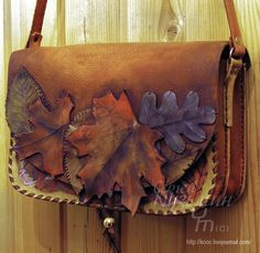 открыватель Leather Hats, Leather Tooling, Leather Purses, Leather Crossbody, Leather Handbags, Leather Diy Crafts, Leather Bags Handmade, Leather Projects, Leather Craft