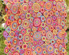 Uno de mis paseos de perro favorito es en la parte superior de colina de Countisbury, puedo ver el Cerro de la ventana de mi dormitorio y ver los colores cambiantes a lo largo de las estaciones. A principios de verano que el Cerro está cubierto de dedalera, todos los 3 de estas mantas están inspirados en los colores de las flores y Cerro.  Esta colección contiene 3 diseños de manta y se concentra en color en lugar de ganchillo. Todos los 3 de las mantas se realizan con los mismos motivos en…