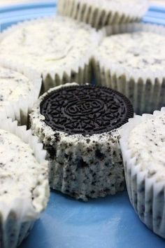 Oreo Cheesecake Cupcakes #food #dessert