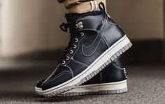 This Is How the Nike Dunk Is Preparing for Winter Classic Sneakers, Adidas Shoes Outlet, Nike Shoes, Sneakers Nike, Men's Shoes, Shoe Game, Nike Skateboarding, Nike Dunks, Nike Sb