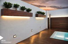 Os presentamos el diseño de una terraza en Albal, Valencia. Como principal protagonista: la piscina. Con una entrada de fácil acceso y una original cascada es el lugar perfecto para relajarse en las noches de verano. La tarima flotante que la rodea aporta elegancia y crea un espacio acogedor del que no querrán salir.....
