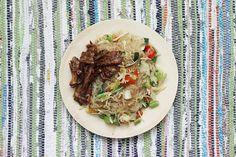 Veggie Wok de Vermicelles et «Poulet» Caramélisé – Mango and Salt Mango Salt, Asian Recipes, Ethnic Recipes, Bento, Veggies, Vegan, Cooking, Impression, Yummy Yummy