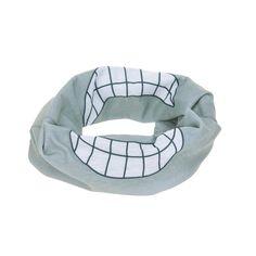Dank des formbeständigen Materials könnt Ihr das praktische Flexi-Loop Multifunktionstuch in einen Schal, Haarband, Mütze oder Piratentuch verwandeln.Ein idealer Freizeitbegleiter beim Sport, im Bus oder Bahn sowie beim Einkaufen. Getragen als Schal kann es bei Bedarf schnell und einfach über Mund und Nase gezogen werden. Der nahtlose Schlauchstrick verhindert unangenehme Druckstellen. Durch die lange Form und das atmungsaktive Material kann der Schal auch doppelfaltig gefaltet werden. Smiley, Bean Bag Chair, Bahn, Form, Material, Outdoor, Decor, Products, Scarves