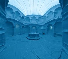 Penique Productions is a group of artists from different disciplines create these temporary interior installations. The projects consist of the creation of inflatable color balloons that completely occupy spaces, giving them a new identity.
