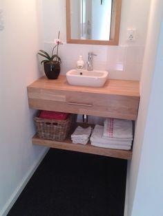 Maak zelf je wastafelmeubel   voordemakers.nl Bathroom Toilets, Bathroom Renos, Bathroom Storage, Bathrooms, Student Room, Toilet Room, Downstairs Toilet, Woodworking Projects Diy, Dorm Room
