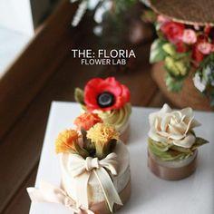 앙금오브제 플라워 2nd,basic class Lovely Mini cupcakes Paste of white bean jam 고소한 옥수수 설기 위에 핀 카네이션, 아네모네, 치자꽃❤️ . student's work. . #플라워케이크 #플라워케익 #버터크림플라워케이크 #버터크림 #flowercake #앙금플라워케익 #케이크 #꽃 #꽃스타그램 #花 #韓式唧花 #甜品 #ricecake #플로리아케이크 #더플로리아 #thefloria #floria #플로리아 #앙금오브제 #앙금플라워 #豆沙 #韩国豆沙花 #韩式豆沙花 #豆沙花 #korearicecake #koreanbuttercreamflower #케익스타그램 #작약 #beancream #buttercream. Kakaotalk/LINE/WeChat. ID:floriacake/ thefloria . [모든 디자인의 권리는 THE: FLORIA에 있으며, 저작권자 허락 없는 저작물 이용은 저작권 침해로서 법적 책임이 따릅니다....