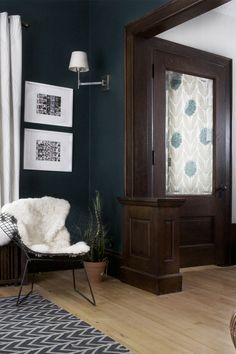 65 Ideas living room decor dark wood house tours for 2019 Living Room Wood Floor, Living Room Flooring, Living Room Paint, Living Room Colors, My Living Room, Dark Wood Trim, Dark Blue Living Room, Living Room Decor Traditional, Traditional Kitchens