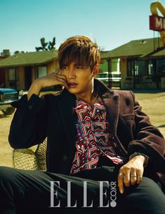 Lee Min Ho had an iconic desert pictorial for the September issue of Elle. For the photoshoot, Lee modeled Burberry Prorsum designs from the brand's 2015 Autumn/Winter menswear collection. Minho, Boys Before Flowers, Boys Over Flowers, Park Shin Hye, Asian Actors, Korean Actors, Korean Dramas, Lee Min Ho Photos, The Great Doctor