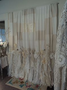 Shabby Chic Decorating – Trend Decor for You! Shabby Chic Crafts, Shabby Chic Cottage, Shabby Chic Homes, Shabby Chic Decor, Shabby Chic Garland, Shabby Chic Shower Curtain, Shabby Chic Curtains, Lace Curtains, Hippie Curtains