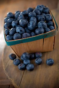 This week's Recipe of the Week is a Blueberry Jam. The Fruit Pectin crystals the recipe calls for are a fast and easy way to make good old fashioned home jams! Fruit And Veg, Fruits And Vegetables, Fresh Fruit, Raw Food Recipes, New Recipes, Healthy Recipes, Healthy Food, Happy Healthy, Photo Fruit