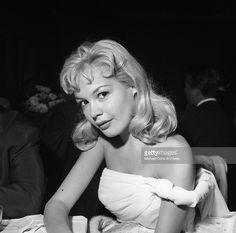 "Sandra Dee and other ""young stars of Paramount Pictures"" attend a party to celebrate newly minted star Bob Ivers and the release of their film ""Short Cut To Hell"" on September 1957 in Los. Get premium, high resolution news photos at Getty Images Sandra Dee, Hollywood Stars, Classic Hollywood, Gidget Movie, 50s Actresses, James Darren, Bobby Darin, Famous Stars, Paramount Pictures"
