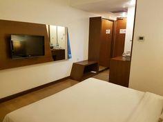 Warm.  #hotel #hotelroom #hotelroomview #minibar #hoteltangerang #tangeranghotel #allium #alliumhoteltangerang #alliumhotel #businesstrip #weekday #tangerang #instapic #instaphoto #instahotel #instatangerang #instabusiness #instatrip #instaroom #instalike #instalove by kamariahotelrooms
