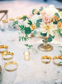 Beautiful centerpiece and gold rimmed glassware. Photography: Jen Huang Photography