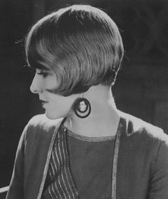 Vintage Hairstyles American film actress Claire Windsor, 1925 - American film actress Claire Windsor, 1925 (Getty Images) via Messy Ponytail Hairstyles, Angled Bob Hairstyles, Cute Hairstyles For Short Hair, Retro Hairstyles, Different Hairstyles, Summer Hairstyles, Straight Hairstyles, Men's Haircuts, Men's Hairstyle