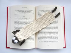 The Sheep Bookmark pattern comes in a clean and super detailed PDF File including: