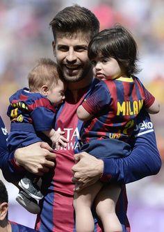 Shasha Piqué salta al campo por primera vez con su padre y su hermano Milan