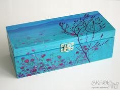 Wooden box painted for Agnieszka' s order.  She asked me to ornament a box which she could use to store her tools inside. She gave me some colour and style inspirations and this is the effect of my work.  Agnieszka by herself is a very creative person, if you don' t believe watch her profile on Pinterest> Inazzz
