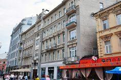 Гостиница Я.М Толстого (Арбат, 29, 1904, арх. Н.Г.Лазарев). Пятый этаж достроен в 19012-13 гг. До этого посередине был граненый купол, а по бокам - аттики.