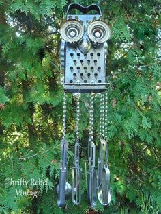 Repurposed junk owl wind chime, by Thrifty Rebel Vintage, featured on Funky Junk… art ideas wind chimes DIY Salvaged Junk Projects 342 Carillons Diy, Diy Wind Chimes, Homemade Wind Chimes, Glass Wind Chimes, Scrap Metal Art, Metal Yard Art, Outdoor Crafts, Owl Crafts, Junk Art