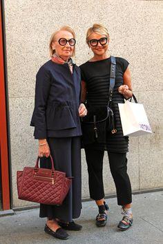 Van Chanel tot COS, dit is street style in Milaan Older Women Fashion, Womens Fashion, Fashion Boots, Fashion Outfits, Chanel Tote, Fashion Images, Urban Fashion, Amazing Women, Fashion Brands