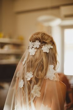 wedding veil with applique flowers - photo by Ed Peers Photography http://ruffledblog.com/italian-wedding-with-old-world-european-charm