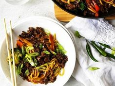 Budget recipes Mince and Noodle Stir-Fry recipe Australia's Best Recipes - Food and drink Mince Recipes, Stir Fry Recipes, Cooking Recipes, Drink Recipes, Mince Dishes, Pork Dishes, Salsa Barbacoa, Chinese Pork, Pork Mince