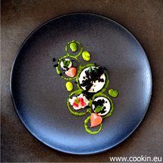 Blumenkohl Panna Cotta, fermentierte Radieschen, dehydrierte Oliven, Blumenkohl und rote Zwiebel sauer eingelegt, dicke Bohnen und dazu eine schöne Kerbelcreme