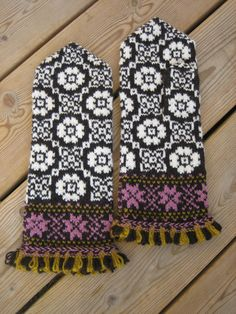 technonohskinner:    I want to make this into a scarf! :D and eventually make the gloves :D