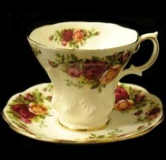 Cup shape is Lyric. I have not seen many of these and didn't know it came in Old Country Roses pattern. Antique China, Vintage China, Royal Albert, Roses Lyrics, Country Rose, Dining Etiquette, Teapots And Cups, China Tea Cups, Cute Little Things