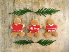 Christmas Cookies | Decorating Gingerbread Men. Knitwear for gingergread men - love it!
