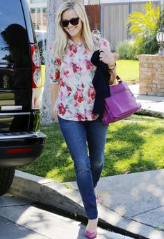 Reese Witherspoon..purple bag & shoes!