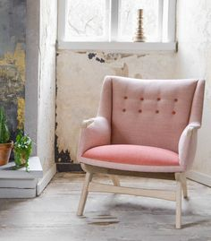 New retro chair in danish design Danish Design, Wood And Metal, Home Living Room, Wooden Frames, Accent Chairs, Upholstery, Armchair, Lounge, Retro