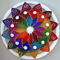 Mandala em acrílico de 15cm de diâmetro, pintura vitral, decorada em ambos os lados. R$ 27,00 by Mandalas em Vitral Old Cd Crafts, Arts And Crafts, Diy Crafts, Stained Glass Paint, Stained Glass Patterns, Dot Art Painting, Stone Painting, Recycled Cds, Cd Art