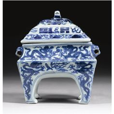 A blue and white dragon censer and cover, Ming dynasty, Wanli mark and period (1573-1620)