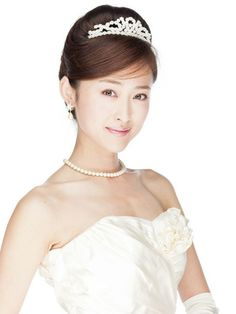 Another Japanese Bride with a larger tiara and string of pearls.