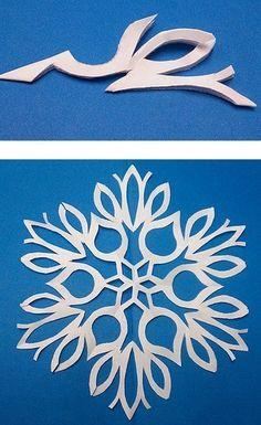 Auf folgende Seite finden Sie die wunderschöne Vorlagen für Schneeflocken. Schauen Sie mal, wie einfach kann man verschieden Schneeflocken selber machen.