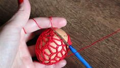 postup ako obhackovat vajce MAJA Easter, Christmas Ornaments, Pendant, Holiday Decor, Crochet, Easter Eggs, Hand Crafts, Xmas Ornaments, Crochet Hooks