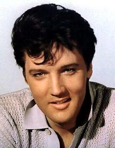Elvis gravou cinco compactos na Sun,quando seu contrato foi adquirido pela RCA,esses mesmos compactos foram para a gravadora,junto co...