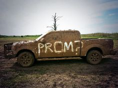 Cute Country Prom Asking! That's how we do it in Texas! What a perfect Promposal