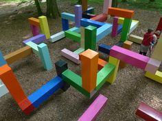 Primary Structure es un laberinto lúdico de acero creada por el artista Jacob Dahlgren. Está situado en el bosque de una finca rural en Suecia llamado Wanas. Sirve como parte de una fundación artística, la finca arbolada cuenta con más de 50 instalaciones permanentes de Arte Contemporáneo al aire libre.