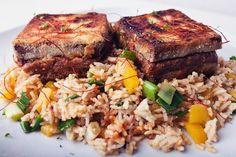 Knuspriger Erdnusscreme-Tofu & Kokos-Gemuese-Reis