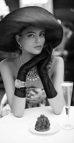 Photo Mannequin, Stil Inspiration, Estilo Glamour, Stylish Hats, Love Hat, Estilo Retro, Girl With Hat, Mannequins, Lady