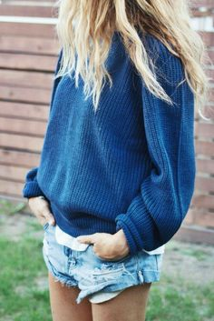 So cute! Love the casual/comfy look. |Clothing ideas|Spring fashion|Beachwear ideas|Sweater and shorts outfits||Laid back fashion|My style|